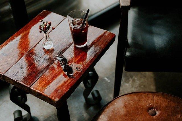 dřevěný stoleček
